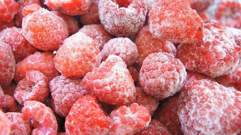 800px-Frozen_Raspberries_-_3